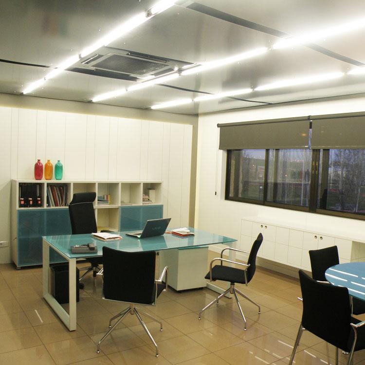 Sillas y mesas de oficina
