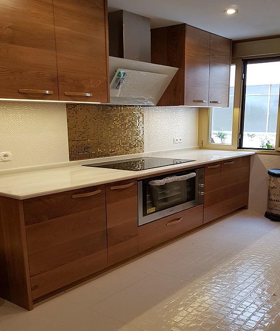 Frente de cocina en madera maciza_Indoormobel